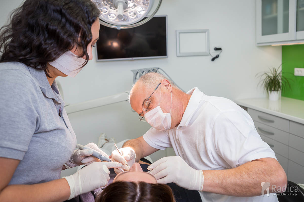 dentalni asistenti